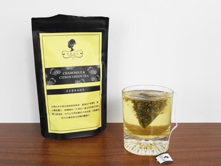 空氣中散發出洋甘菊香柚綠茶的清新香氣