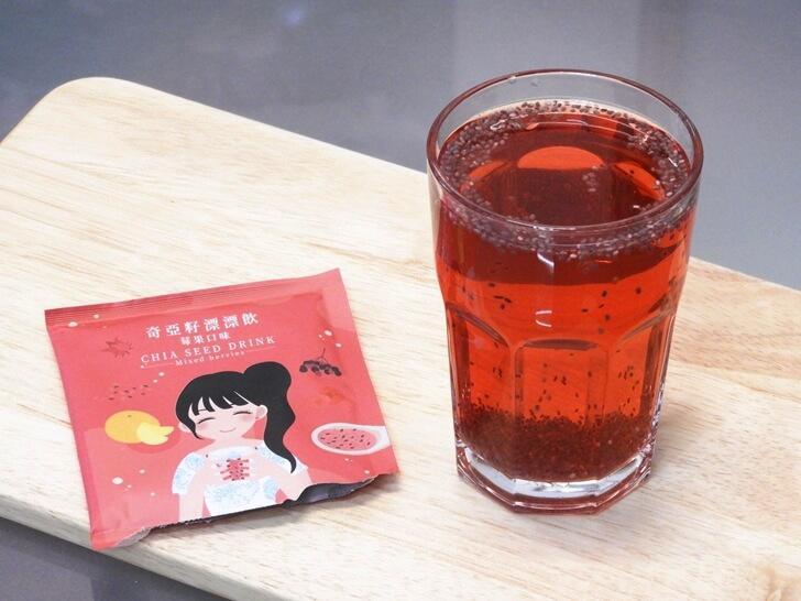 沖入溫水就是一杯莓果口味的奇亞籽漂漂飲