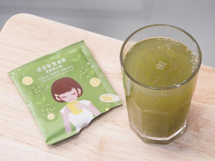 準備享用輕檸綠口味的奇亞籽漂漂飲