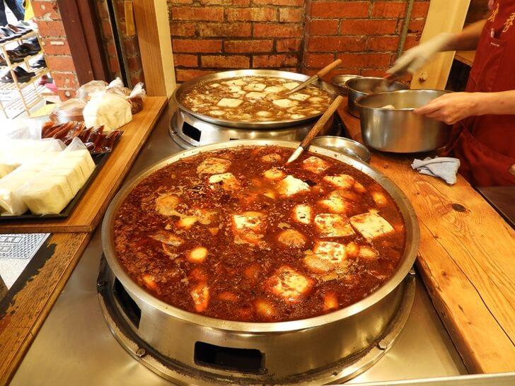 一大鍋的麻辣臭豆腐