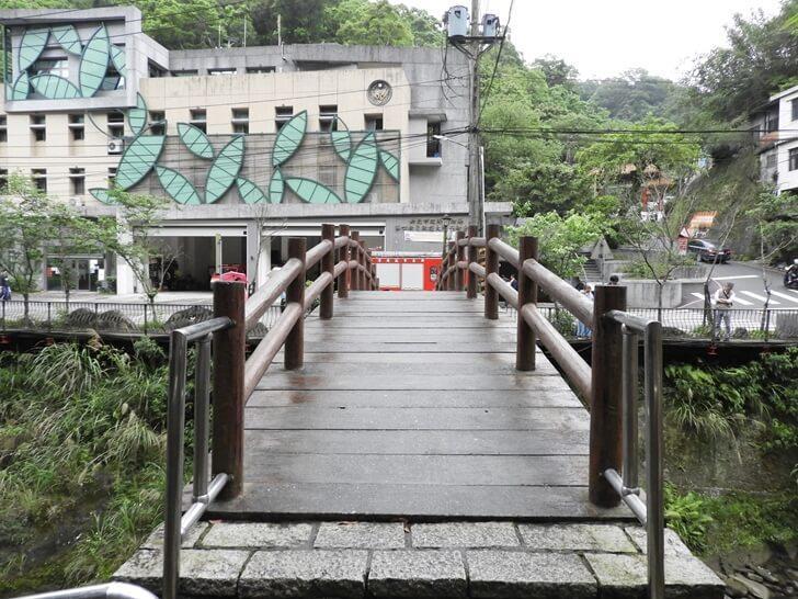 崩山溪上的小橋